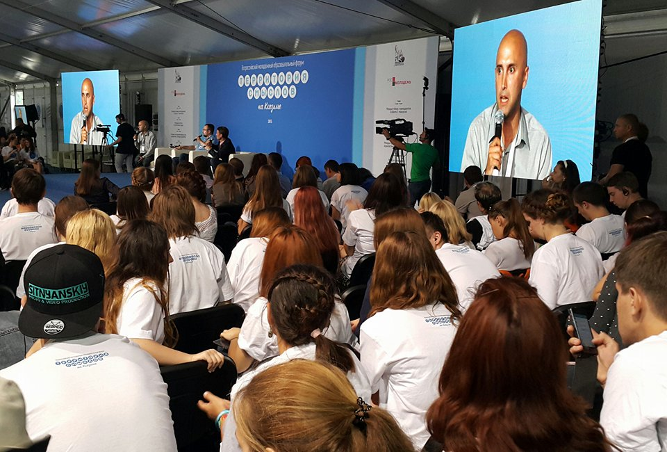 British journalist Graham Philips speaks to hundreds of Russian and foreign journalist and journalism student at the international media gathering in Vladimir on 3 August 2015.